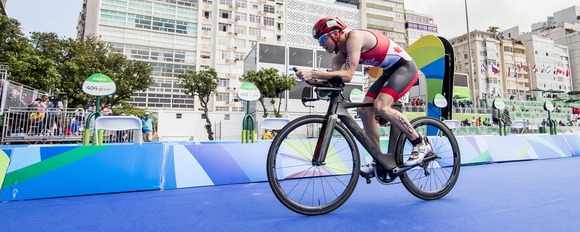 Stefan Daniel completing the race in the Rio triathlon